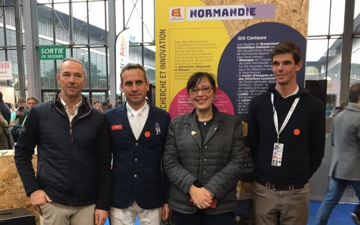 Stand-Normandie-Salon-du-cheval-2018-Malika-Cherriere-et-les-cavaliers-normands