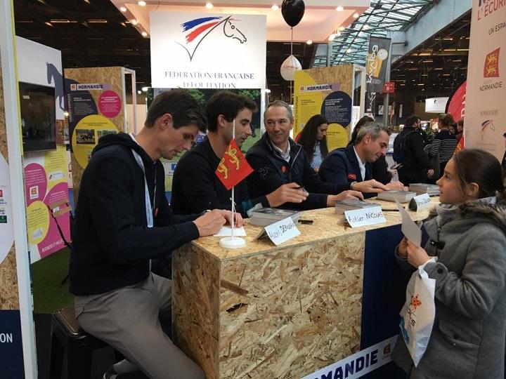 Stand-Normandie-Salon-du-cheval-2018-dedicace-cavaliers-normands