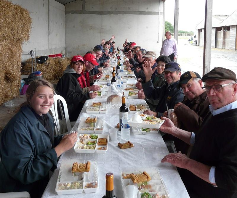 Repas offerts par la Ville de SAint-Lô à Trait Normand ele 03/07/2016